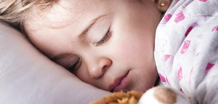 How to Keep Toddler in Bed: 8 Simple Tips